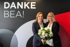 Verabschiedung Bea Nöhre (rechts) durch Sabine Loos (links), Foto: Ronny Barthel