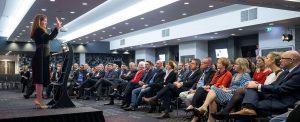 Ein stimmiges Design der Konferenztechnik hilft Inhalte besser zu präsentieren.