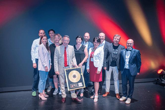 Verabschiedung des Altpräsidenten Christian Mutschlechner, durch die Verleihung einer goldenen Schallplatte vom ACB Vorstand, Foto: Thomas Grundschober